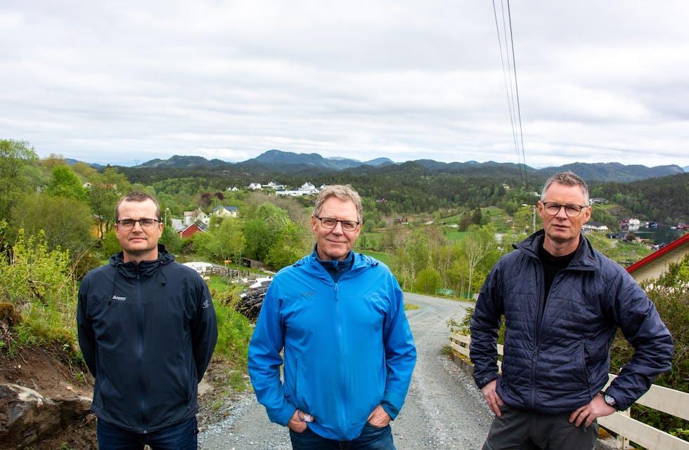 En naturlig konsekvens av kommunestyrevedtaket vil etter vår mening være at Solvind umiddelbart trekker konsesjonssøknaden for vindkraftverket på Nese, skriver vindkraftmotstanderne. Her representert ved Sverre Halleraker (t.v.), Karl Andreas Knutsen og Olav Magne Olsen.