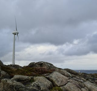 Det er sterk vekst i marknaden for havvind, potensialet for norske leverandørar til havvind er estimert til opp mot 12,9 milliardar euro i omsetnad i 2050, ifølgje Regjeringa. Bildet er av ei landfast vindmølle på Utsira. Det nye selskapet vil m.a. satsa på området Utsira Nord for fornybar energiproduksjon til havs.