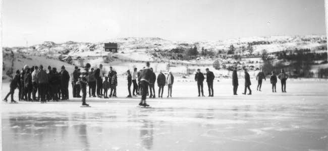 Interessa for skøyteløp blomstra på Vigdarvatnet  før i tida, og dei lokale skøyteheltane var mange. Dette biletet er frå rundt 1969/70.