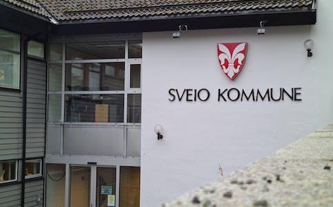 Utsnitt av kommunehuset i Sveio.