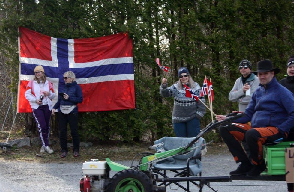 Bilkortesje frå Valevåg 11. april 2021. kortesje protest grendaskular opptog auklandshamn