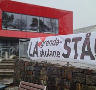 Dette banneret heng utanfor kommunehuset i Sveio. Illustrasjonsfoto.
