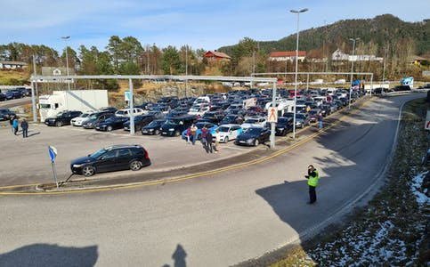Bilkortesje frå Valevåg 11. april 2021. kortesje protest grendaskular opptog