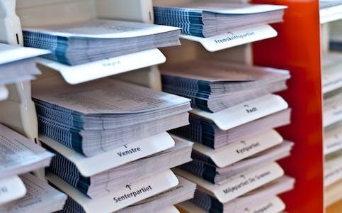 valgutstyr, valg, stemmesedler, stemme, norsk form, oslo rådhus stortingsval val