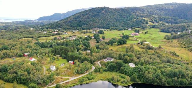 Dronefoto tatt frå Ørevik, 11.08.2021