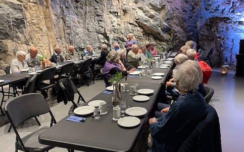 Turen gjekk til Moster, der det blei servert både mat og historie.